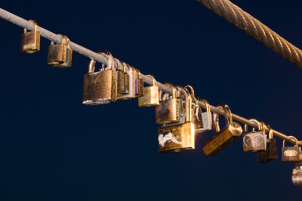 stockvault-love-locks125961