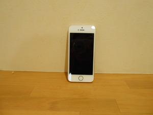 iPhoneSEは掌にすっぽりと収まる大きさでいい感じです!
