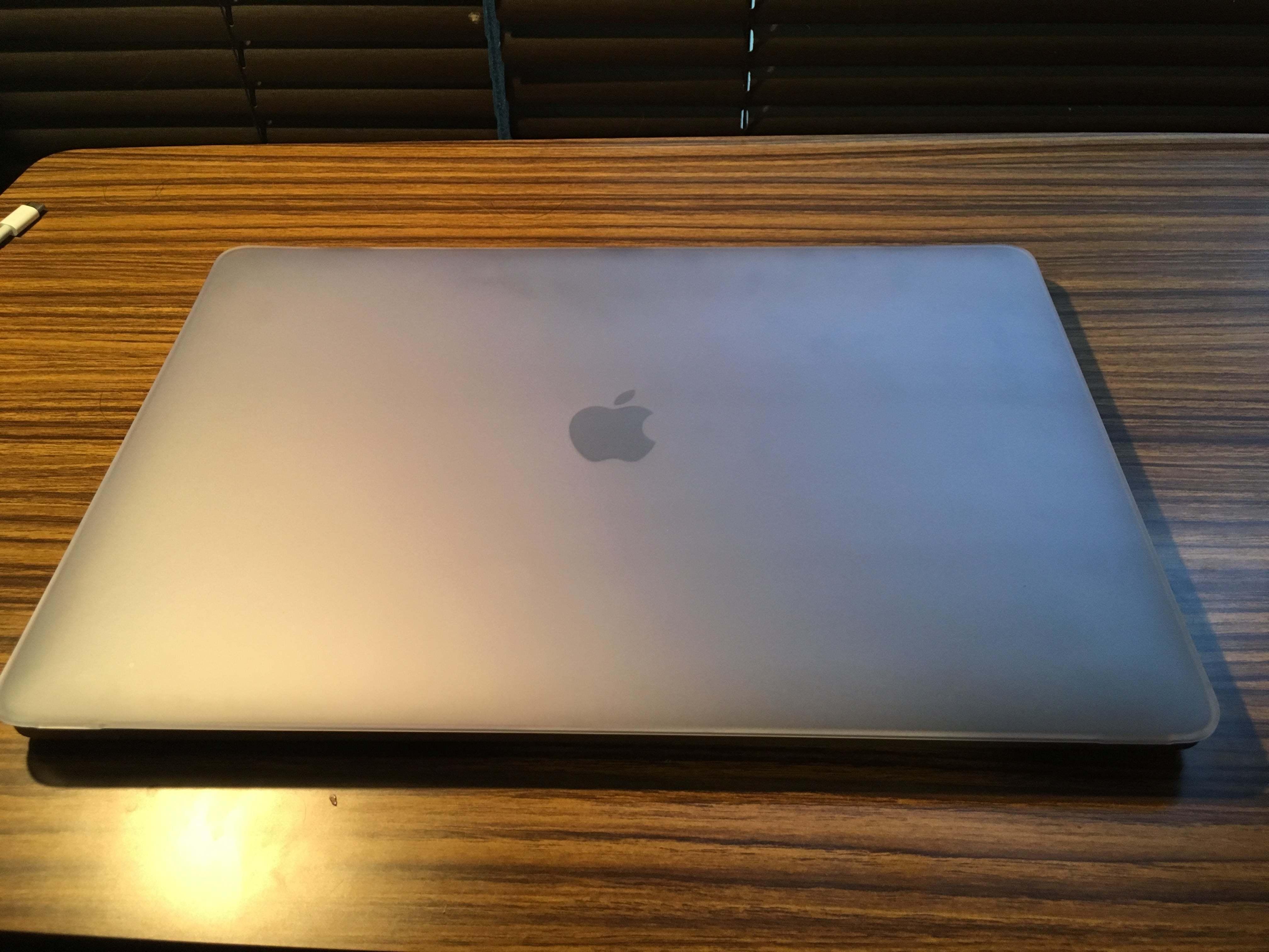 【レビュー】Macbook Pro 15インチ(late2016)はAppleらしいバランスの取れた製品