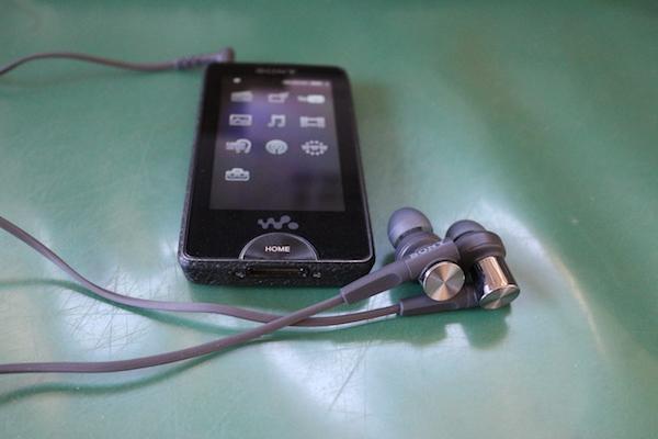 低価格で驚異の重低音を実現した注目製品MDR-XB55AP-Bの良さを徹底解説