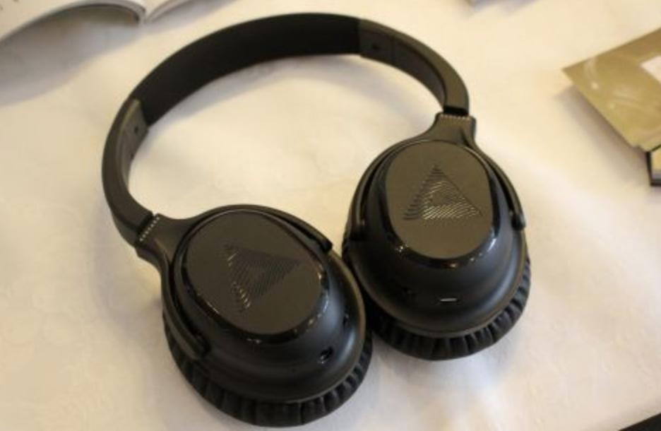 聴力に基づいて最適な音を届けるヘッドフォン「A-01」