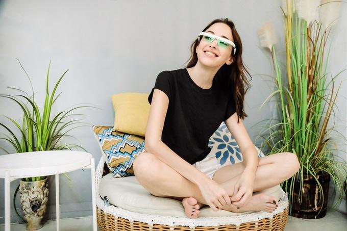 かけるだけでメラトニン分泌を調整し、睡眠の質を向上させるスマートグラス「PEGASI Smart Sleep Glasses」が凄い!