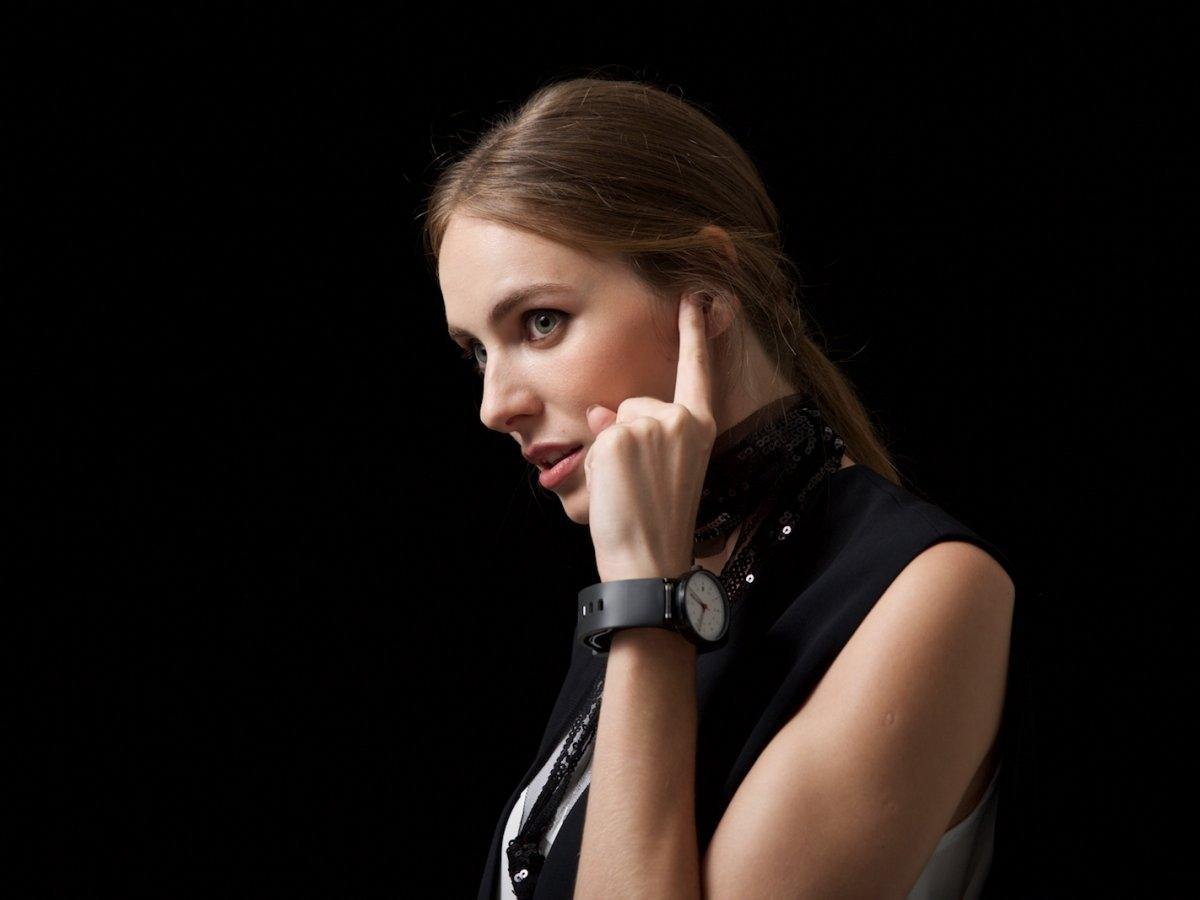 「Sgnl」を使えば、指先を耳に当てるだけで通話可能!これが新時代なのかもしれない。