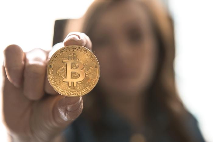 仮想通貨決済はどこまで進んでいるのか、システムとメリットデメリットを紹介!