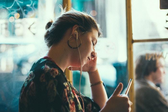 スマホ通話におすすめのイヤホンと設定方法