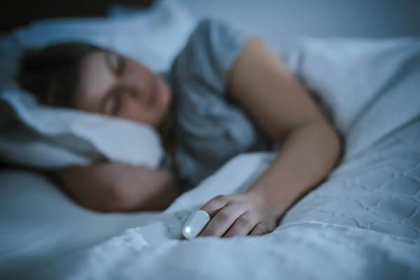 眠りにつくまでの時間を短縮する睡眠学習トレーニングデバイスTHIMって?