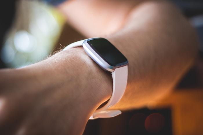 スマートウォッチを使った血圧測定の仕組みと精度ってどうなっているの?