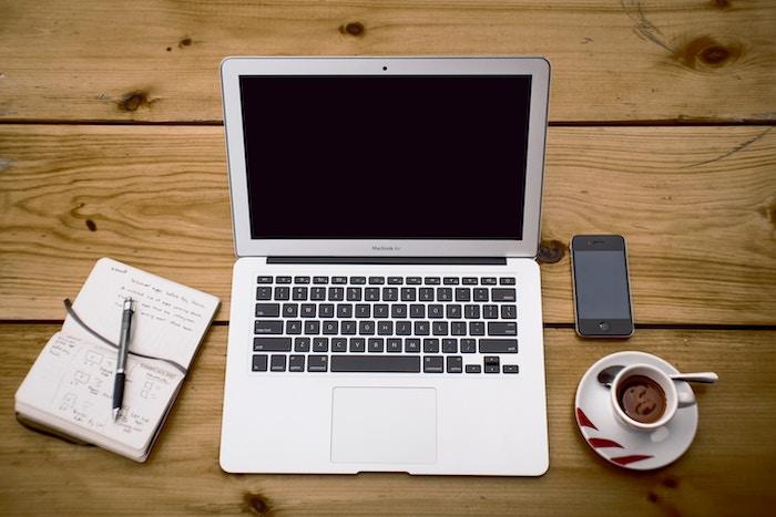 Macのバッテリー交換方法!交換時間・自分で交換する方法は?