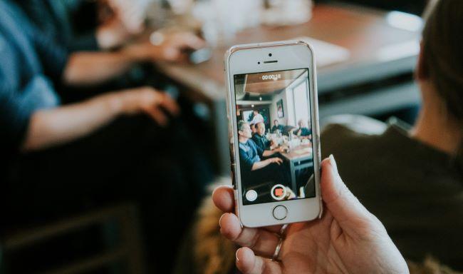 vlogとは?人気なYoutuberとその作り方・カメラ・アプリを紹介します
