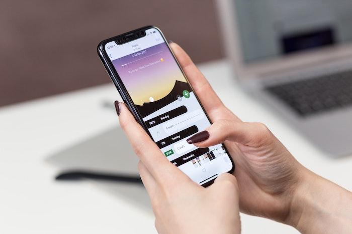 AssistiveTouchでiPhoneをタップだけで操作!使い方と設定方法を紹介します
