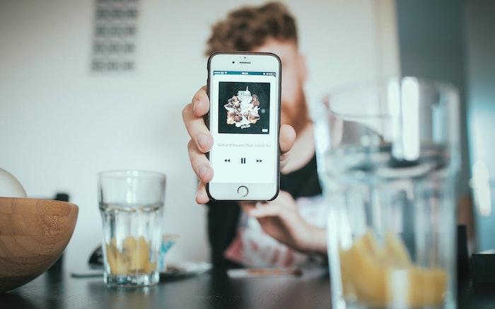 iPhoneの壁紙・ロック画面をGIFや動画に設定する